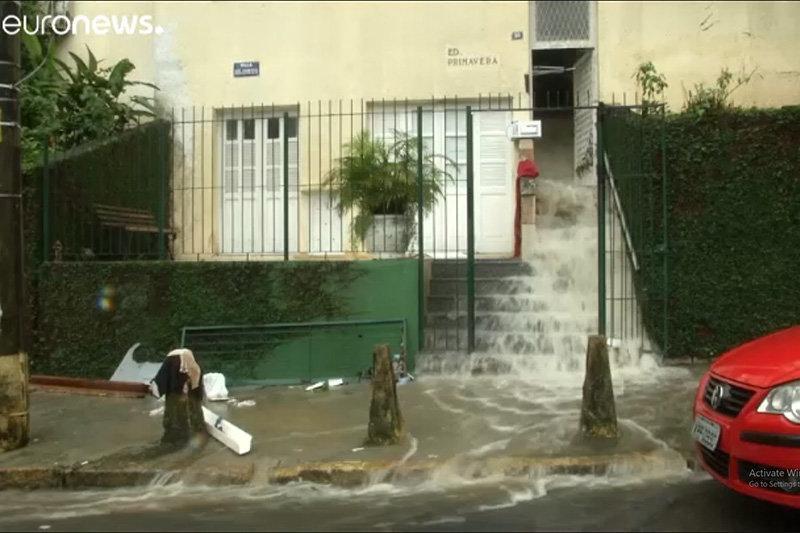 فیلم ، ویرانه های باران مرگ بار در ریودوژانیور