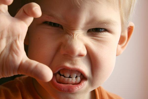با کودک نافرمان چگونه رفتار کنیم؟ با کودک نافرمان چگونه رفتار کنیم؟