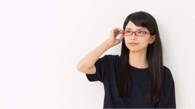 اعتراض ژاپنی ها به ممنوع شدن عینک زدن زنان در محل کار